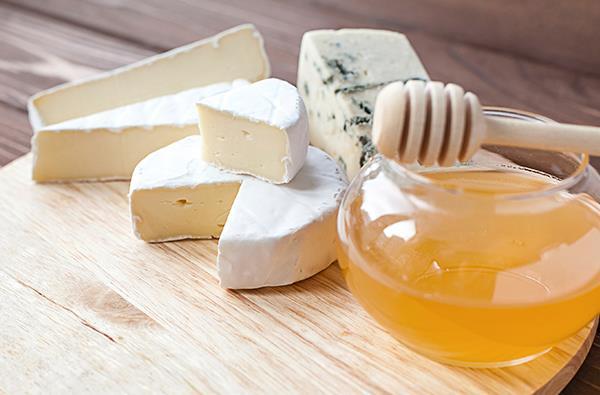 Degustazione dei nostri formaggi con la trasformazione del latte in ricotta