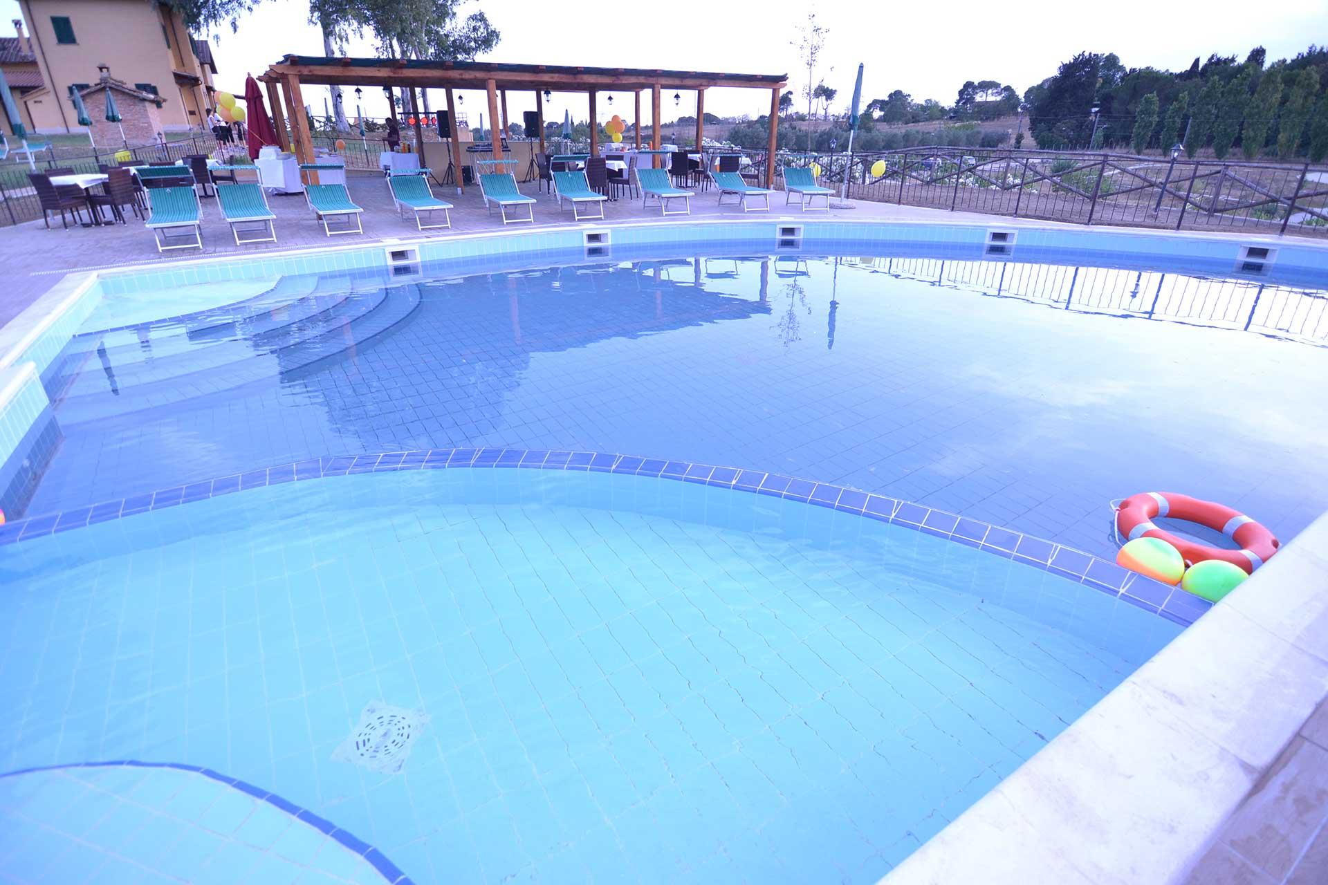La piscina del casale di roma non la solita piscina - Piscina bambini roma ...